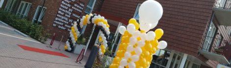 Grootse onthulling zonnewijzer Amaris Muiderberg met Heliumballonnen